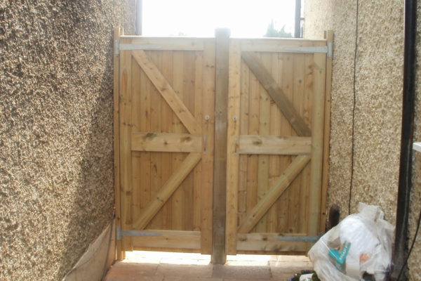 DOUBLE CLOSEBOARD GARDEN GATES REAR