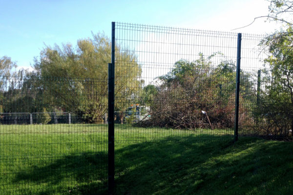 Mesh panel fence front