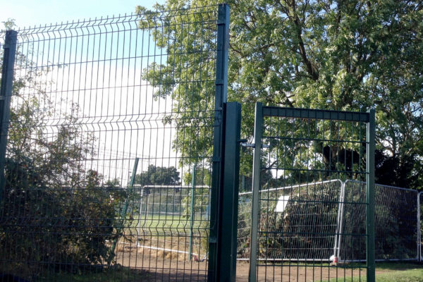 Mesh panel fence front and gate