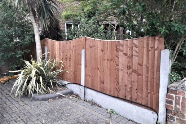 CLOSEBOARD FENCING WITH ARCHED PANELS