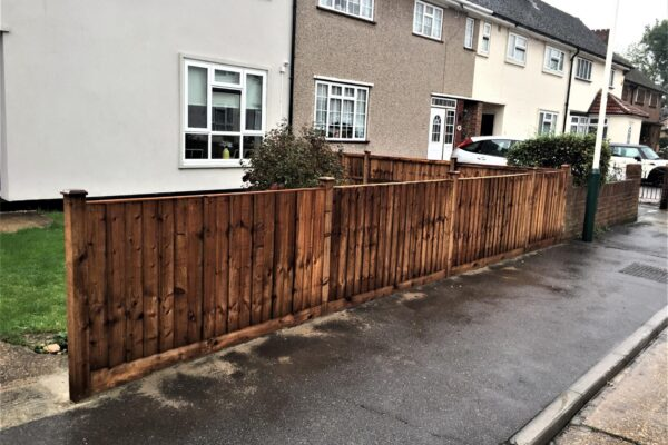 CLOSEBOARD FENCING WITH TIMBER