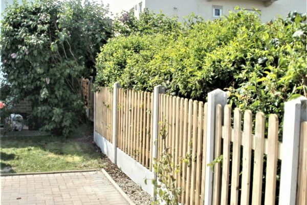 PICKET FENCING WITH CONCRETE (1)