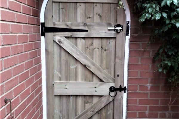 SINGLE ARCHED TOP T&G GATE BACK